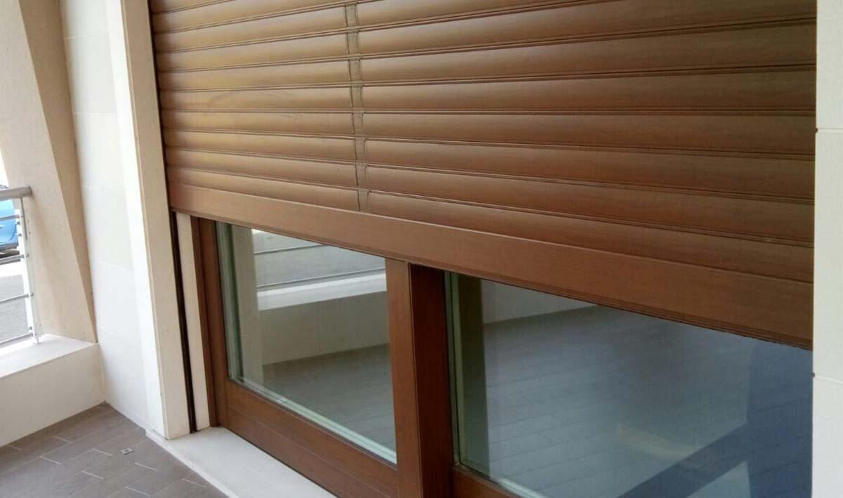 Infissi legno douglas trendy contattaci with infissi - Restauro finestre in legno prezzi ...